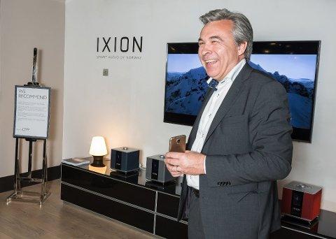 PANGSTART: Tom Austad er glad for at salgsstarten av Ixion har gått bra. Her fra lanseringen hos Harrods i England.