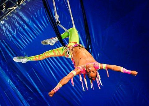 Fra Sverige kommer David Hammerberg med dristig luftakrobatikk. Foto: Edith Camilla Svensson