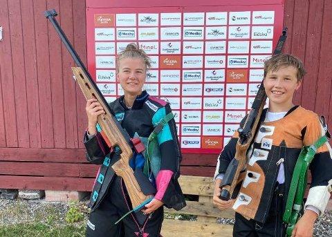 CUP: Nelia Kvarme (16) og Andreas Kure (14) fra Aas skytterlag på cup i Gudbrandsdalen.