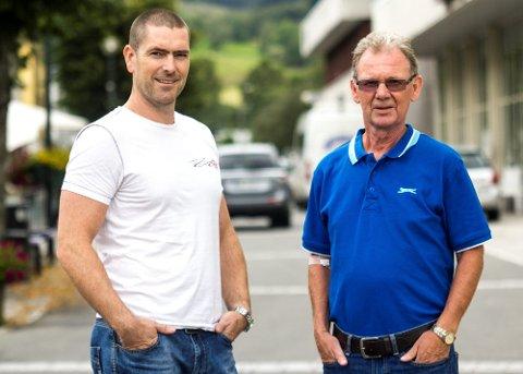 STÅR I BRESJEN: Jone Østrem (til venstre) har hatt ansvaret for gjennomføringa av Aurefestivalen i mange år sammen med Oddbjørn Gursli. Men i år er festivalen avlyst.