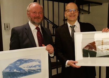 Professor og fastlege Steinar Hunskår (t.v.) er tildelt Anders Forsdahls pris 2016.
