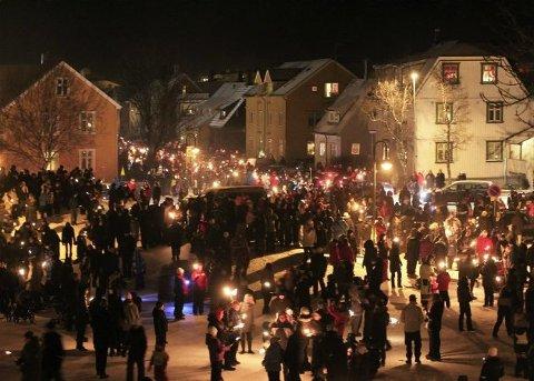 Det blir nyttårsfeiring i Rensåsparken. ANtv sender direkte fra fakkeltoget. Bildet er fra ei tidligere feiring.