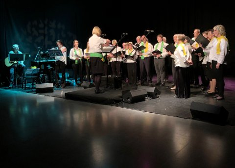 Sang og feiret: Skutvik Blandakor holdt en flott konsert på Hamsunsenteret for å feire sine første 30 år.