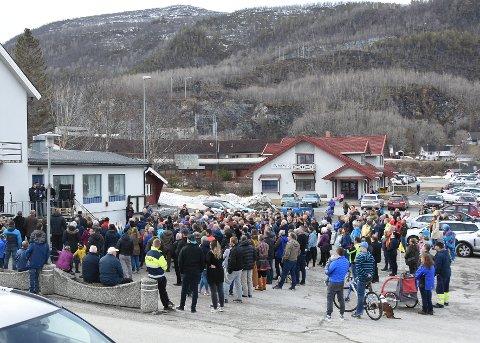 Sterkt misfornøyde: Befolkningen i Kjøpsvik og resten av Tysfjords østside har reagert svært negativt på  måten Tysfjord er vedtatt delt på. Det har medført flere mobiliseringer.