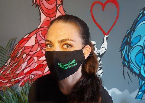 Julia Gylseth liker  å jobbe kreativt og har lenge solgt egne produkter med trykk. Nå starter hun et eget selskap.