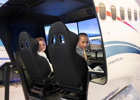 I år som i fjor kan de mellom 12 og 18 år lære litt om å fly.