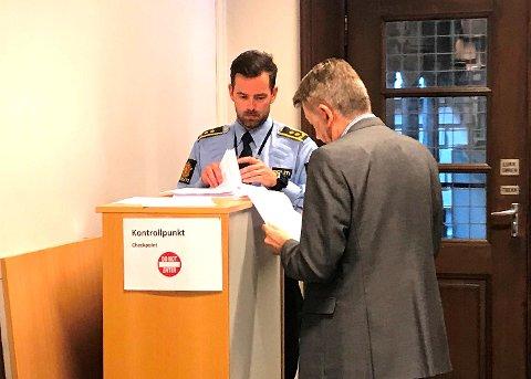 Politiadvokat Kjetil Tomren og forsvarer Steinar M. Andersen i saken om dødsulykken i Stordalen, fengslingsbegjæringen ble trukket.