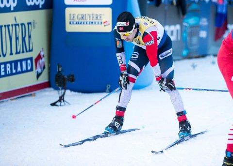 Sjur Røthe under siste etappe av Tour de ski på toppen av monsterbakken i Val di Fiemme, der han var raskest av samtlige.