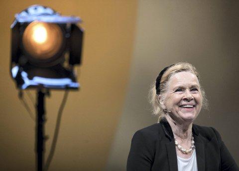 Liv Ullmann står på scenen i de to forestillingene av Alan Lucien  Øyens «The American Moth». Det er hennes første oppdrag for Festspillene. Bergen var den første byen hun kom til da familien returnerte til Norge i 1945.