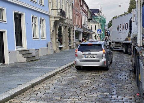 Espen Stige Brakstad satt i denne taxien i nesten 20 minutter slik at elevene han skulle levere ble forsinket.