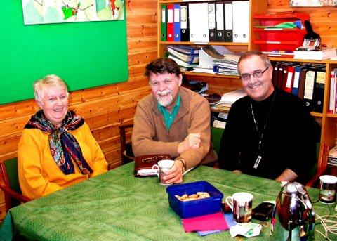 Berit Lisbeth Strand, Tormod Berger og Asgeir Hansen står i spissen for frivillighetssentralen, og de håper folk som er interessert i å være med og hjelpe til vil være raske med å melde seg.