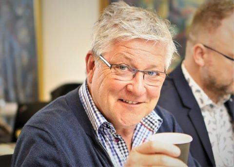 SOM EIN ROPAR I SKOGEN..: Vidar Grønnevik bad florøværingar om råd om kva lokale samferdsleprosjekt det nye samferdsleutvalet bør ta tak i. Og råd fekk han så det heldt.
