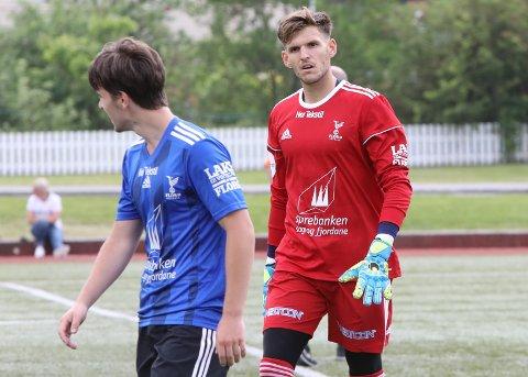 PÅ VEG BORT: Florø-keeper Mark Jensen er på veg bort frå Florø Fotball.