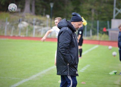 FERDIG: Hovudtrenar Frode Nybø lukkast ikkje å vinne mot Hødd i dag. Dermed har han leia sin siste kamp for Florø Fotball, iallefall i denne omgangen.