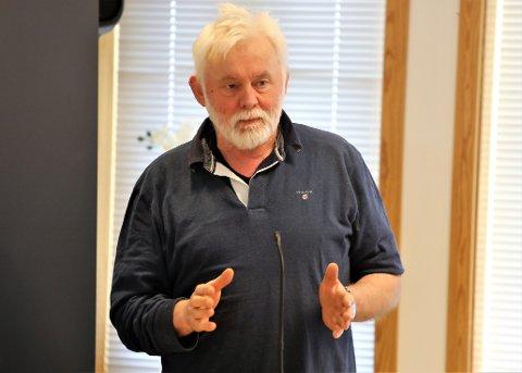 PÅ FJORD BASE: – Den som er påvist smitta her i Kinn er ein nærkontakt av den tilsette på Fjord Base som testa positivt før helga, seier kommuneoverlege i Kinn kommune, Jan Helge Dale.