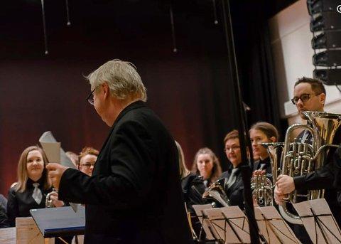 BRASS: Flora-Bremanger Brassband ser fram ekte nyttårskonsert igjen etter at korona-epidemien forhåpentlegvis er over.
