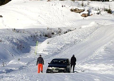 BOMTUR: Tre danskar fulgte GPS-en på bilen og hamna midt i alpinbakken i Hafjell torsdag.