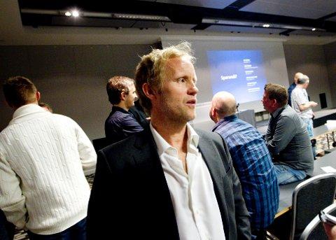 SMITTA PÅ ANFIELD: Fotballkommentator Øyvind Alsaker visste kampen mellom Liverpool og Atletico Madrid var ei smittebombe, og vedgjekk det var for første gong vanskeleg å formidle entusiasmen.
