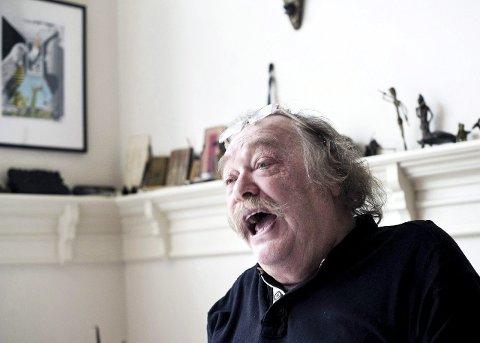 Munter forfatter: Den befriende latteren sitter løst hos Thore Hansen som nå er ute med en ny, frittstående bok. Arkivfoto: Johnny Leo Johansen