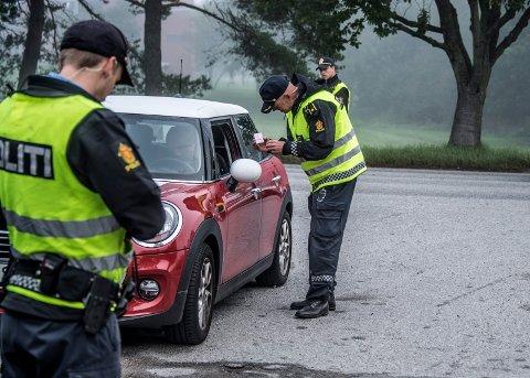 Mange ble stanset av politiet under en trafikkontroll på skoleveien på Trosvik i Fredrikstad i fjor. De aller fleste var fornøyde med politiets tilstedeværelse.