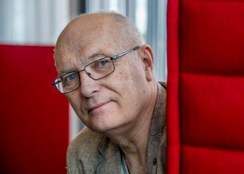 I august er Svein Gundersen igjen i studio med D.D.E. Før det skal musikaler ferdigstilles, Brottet skal gjennomføres og show skal planlegges.