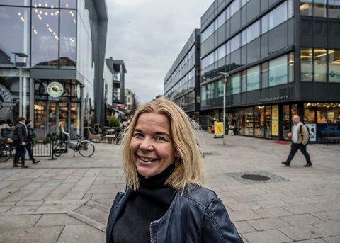 30.000: Sentrumsleder Line Jeppesen er fornøyd med hvor besøksantallet i Fredrikstad sentrum denne måneden.