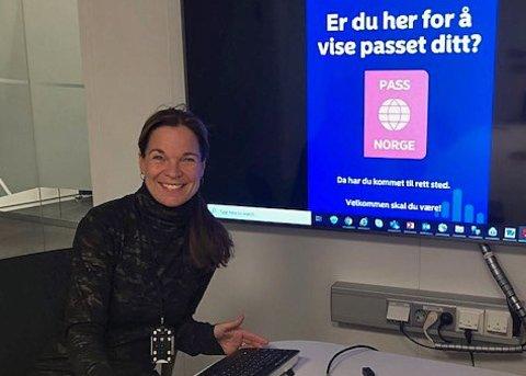 MÅ MØTE OPP: Anne-Mette Eng Henriksen, banksjef for Østfold i Nordea, ber kunder som har bank-id fra Nordea om å møte opp for å legitimere seg.