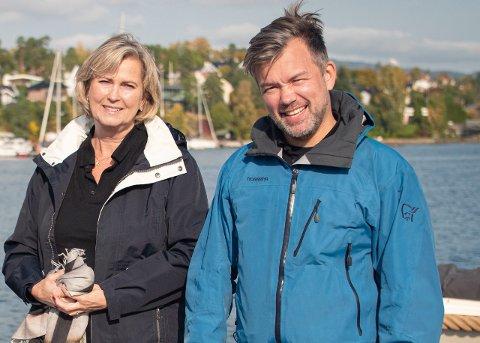 Presse- og samfunnskontakt Hege Kolberg og daglig leder Christer Ervik i elbåtdelingspoolen Kruser AS. Selskapet fikk i desember i fjor 3,5 millioner kroner i støtte fra Enova til elbåtsatsingen