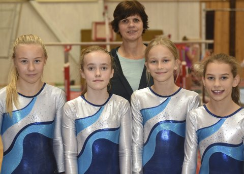 Til Tromsø: Bak trener Ina Steglich. Foran Siri af Ekenstam, Marie Sofie Røkenes, Helle Strøm Augustinussen og Maja Haug Lischner.