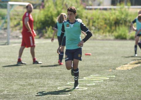 KEEPER: Arthur Saabian fra Hønefoss pendler til Horten hver dag denne uka for Italent fotballskole.
