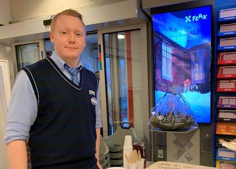 Eirik Austrått har gått fra å være assisterende butikksjef til butikksjef på Joker Ålgård.
