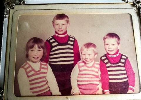 SØSKENFLOKKEN: Hos fotografen i Harstad. Fra venstre: Kathrin, Frode, Lise og Knut.