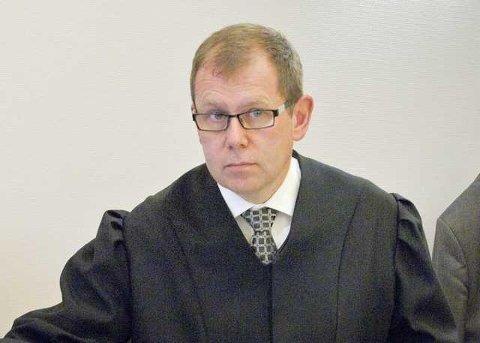 ALVORLIG: Aktor Thorbjørn Klundseter forteller at det er en alvorlig sak når en mann i 20-årene må møte tiltalt for voldtekt.