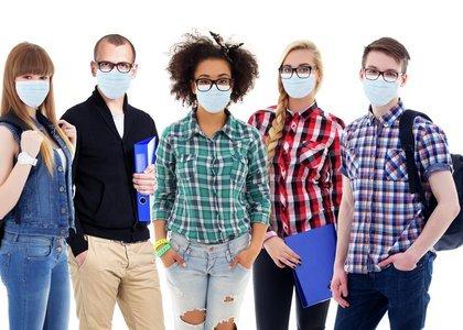 Innlandet fylkeskommune har delt ut 2,4 millioner munnbind til de videregående skolene - Øvrebyen har fått 69.000 munnbind til sine vel 400 elever og til lærerne.