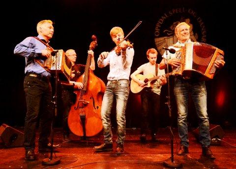 Rustad familieorkester frå Sør-Fron med far Tom Willy, son William og bestefar Willy