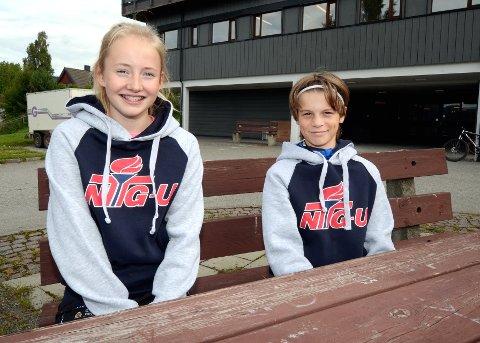 MED OPTIMISME: Josefine Hansen Møller og Mats Haug-Stebergløkken er blant de drøyt 60 elevene som mandag startet på NTGs ungdomsskole. De gleder seg til en aktiv hverdag. Foto: Erik Børresen