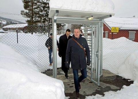 MINISTERBESØK: Forsvarsminister Frank Bakke-Jensen besøkte Jørstadmoen tirsdag for å bil bedre kjent med Cyberforsvaret.