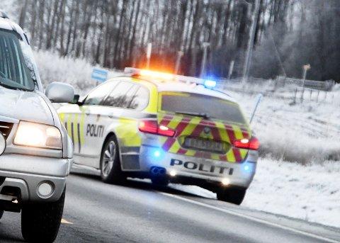 STOPP: En politipatrulje med blålys stoppet mannen på E6 på Dovre fordi han kjørte for sakte. Illustrasjonsfoto.