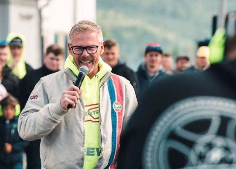 Per Christian Håveødegård har en lang karriere bak seg som kommentator i motorsport. Nå er han daglig leder for Vinstra Motorsportarena.