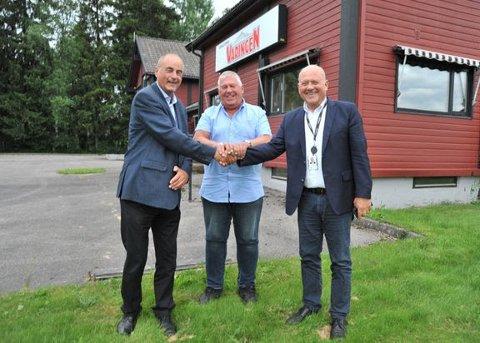 NYE EIERE: Fra venstre: Daglig leder og ansvarlig redaktør i Varingen Jan Fossen, styreleder John Ivar Rygge og konserndirektør i Amedia, Pål Eskås.