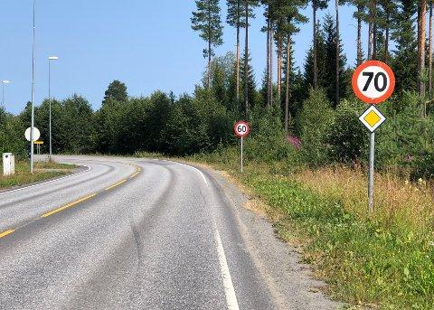 FEIL: Her har det skjedd noe rart, melder flere bilister langs Reinsvollvegen.