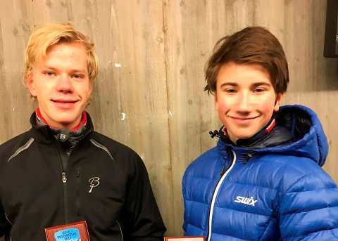 Filip Holt (tv) og Johan Unneberg fra TFL gjør det bra i skisporet.