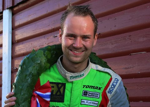 FORNØYD NORGESMESTER: Daniel Holten med laurbærkransen etter NM-finalen på Momarken i helgen.