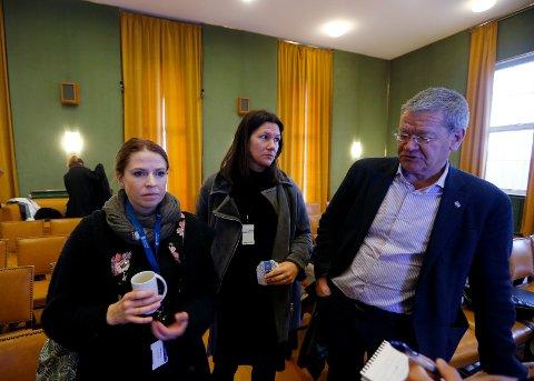 VALGETS KVALER: - Jeg er ikke sikker på hva vi konkluderer med, sier Aps gruppeleder Johanne Halvorsen Øveraas (i midten). Her sammen med SVs gruppeleder Trine Meling Stokland (t.v.) og Ap-ordfører Arne-Christian Mohn (t.h.), som alle er en del av koalisjonen i Haugesund.
