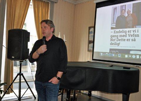 NY BEDRIFT: Redaktør Pål Leknes Hanssen lanserte Vefsn No på næringslivslunsjen i Mosjøen 3. oktober. Den nyansatte journalisten i avisa måtte gå etter fem dager i jobben.