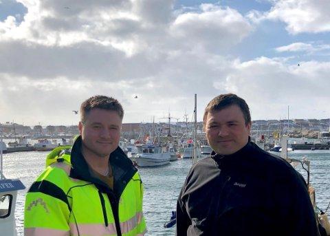 VILLE HA STORBÅTENE LENGER TIL HAVS: Vardø-fiskerne Svein Harald Holmen (til høyre) og Stig Tore Solstad var sterkt kritisk til snurrevadsflåtens båter over 21 meter høster av havet så nært land som de nå gjør. Nå har ministeren grepet inn.