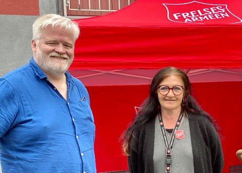 Geir Skjalmar og Marianne Noreng Larsen ventet spent på syklistene.