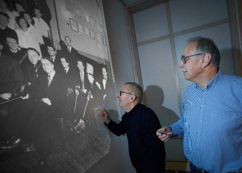 Leiv Ramfjord fant seg selv på det gamle bildet fra 1954. Det var da Frol Orkester og Frol Songlag framførte Levangerkantaten.