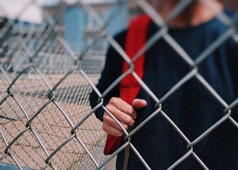 En elev i en klasse på Helgeland opplever mobbingen som så sterk at eleven sitter på do og gråter, eller forlater skolen.