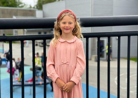 MØTE MED ORDFØREREN: Seks år gamle Frida Gustavson Sandstøl var torsdag formiddag klar for å møte ordføreren i håp om støtte til flere leker. Dette har hun gledet seg til lenge.